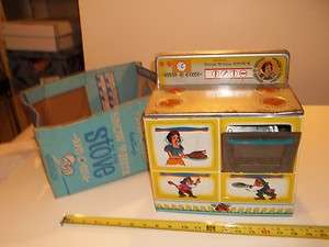 A0180 1950S 1960S WALT DISNEY SNOW WHITE OVEN WITH ORIGINAL BOX