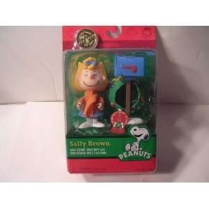 Peanuts Sally Brown 2010 Christmas Figure: Toys & Games