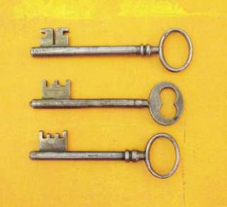 LOT OF 3 OLD ANTIQUE FRENCH STEEL SKELETON KEYS 3 7/8 to 3 1/2 (98