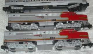 AMERICAN FLYER SANTA FE PASSENGER TRAIN SET USED. ENGINE DUMMY 4 CARS