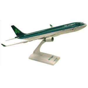Skymarks Aer Lingus A330 200: Toys & Games