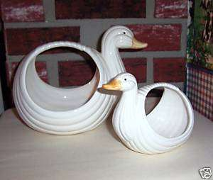 PO DUCKS 2 PIECE CERAMIC BATH TOWEL AND SOAPS HOLDER