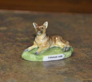 FINE PORCELAIN HAND PAINTED BROWN CANAAN DOG FIGURINE