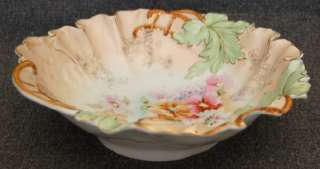 ANTIQUE RS PRUSSIA PINK WHT PEACH FLORAL SCALLOPED BOWL |