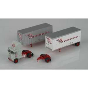 HO RTR Freightliner w/2 28 Trailers, GI Trucking  Toys & Games